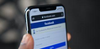 Facebook login page on Safari browser iPhone